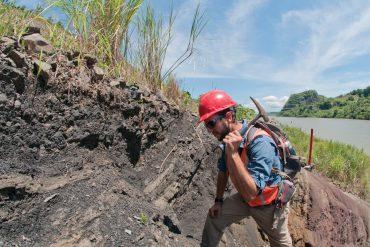 digging in Panama