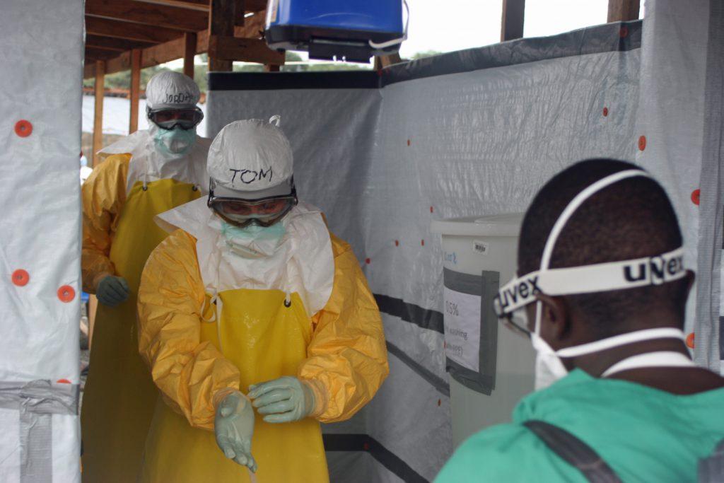 CDC Director exits Ebola treatment unit in 2014